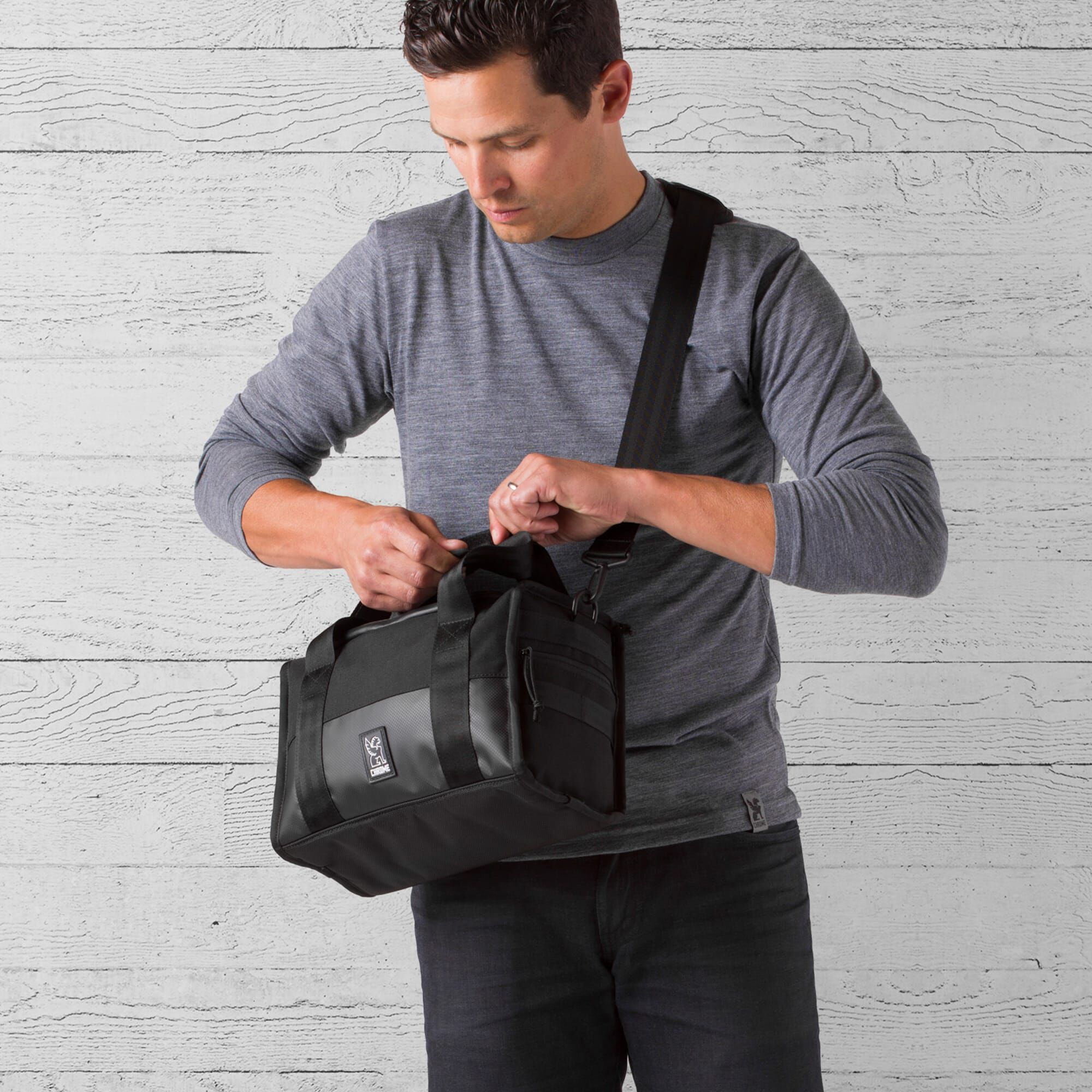 Niko Hold Camera Bag In All Black Small View