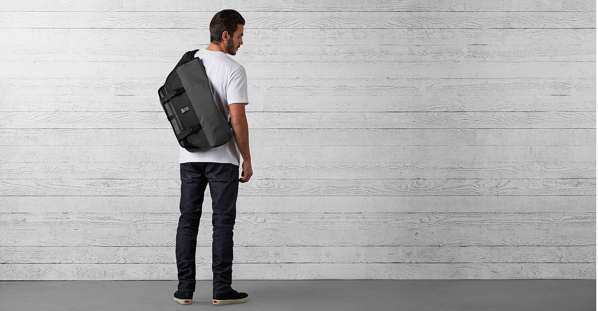 The Welterweight Citizen Messenger in Charcoal / Black - wide view.