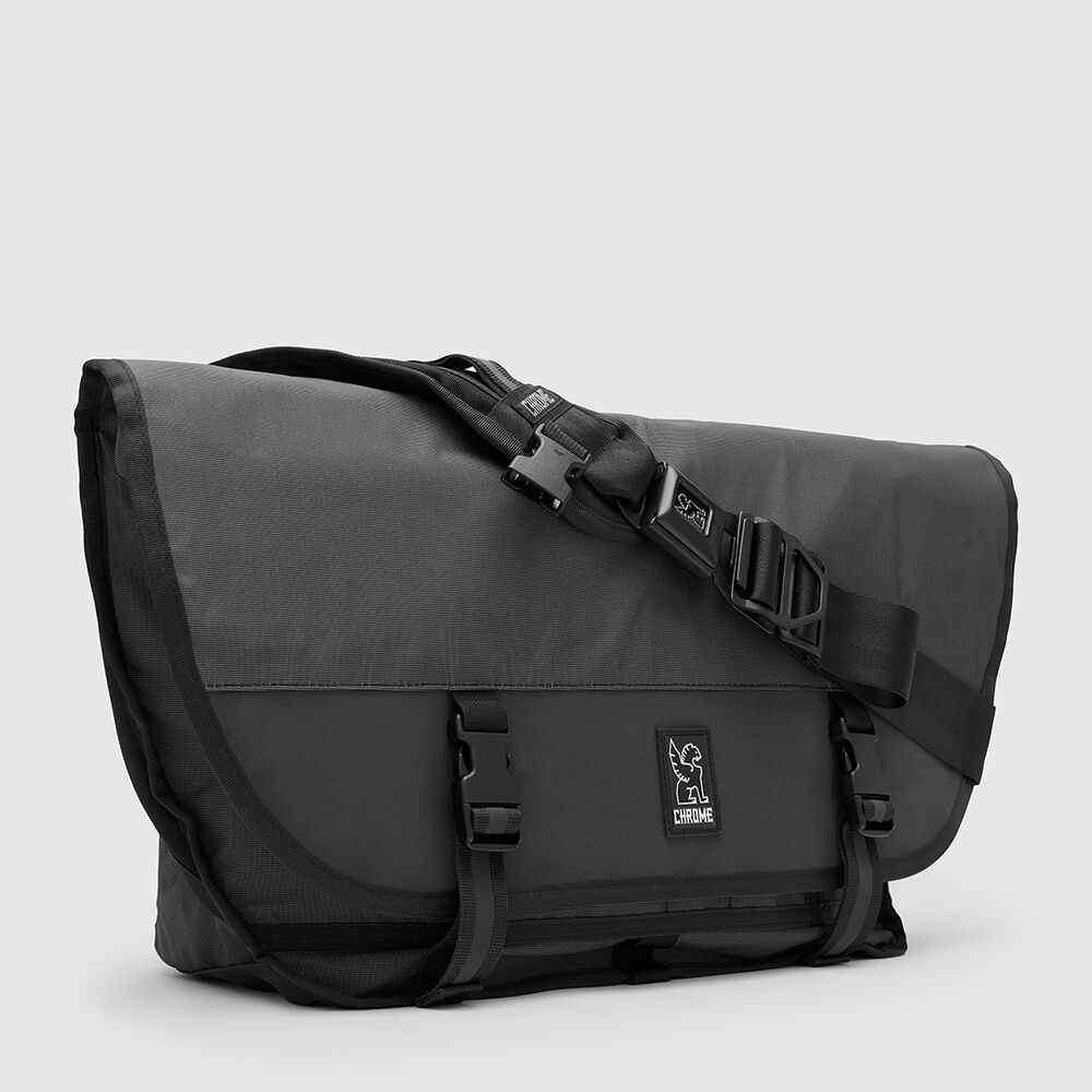 The Welterweight Citizen Messenger in Charcoal / Black - large view.